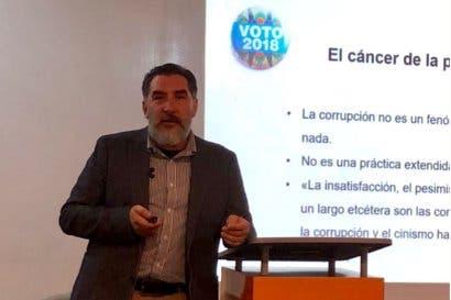 Comunicadores políticos: Carlos Alvarado ganó porque se inclinó más al centro