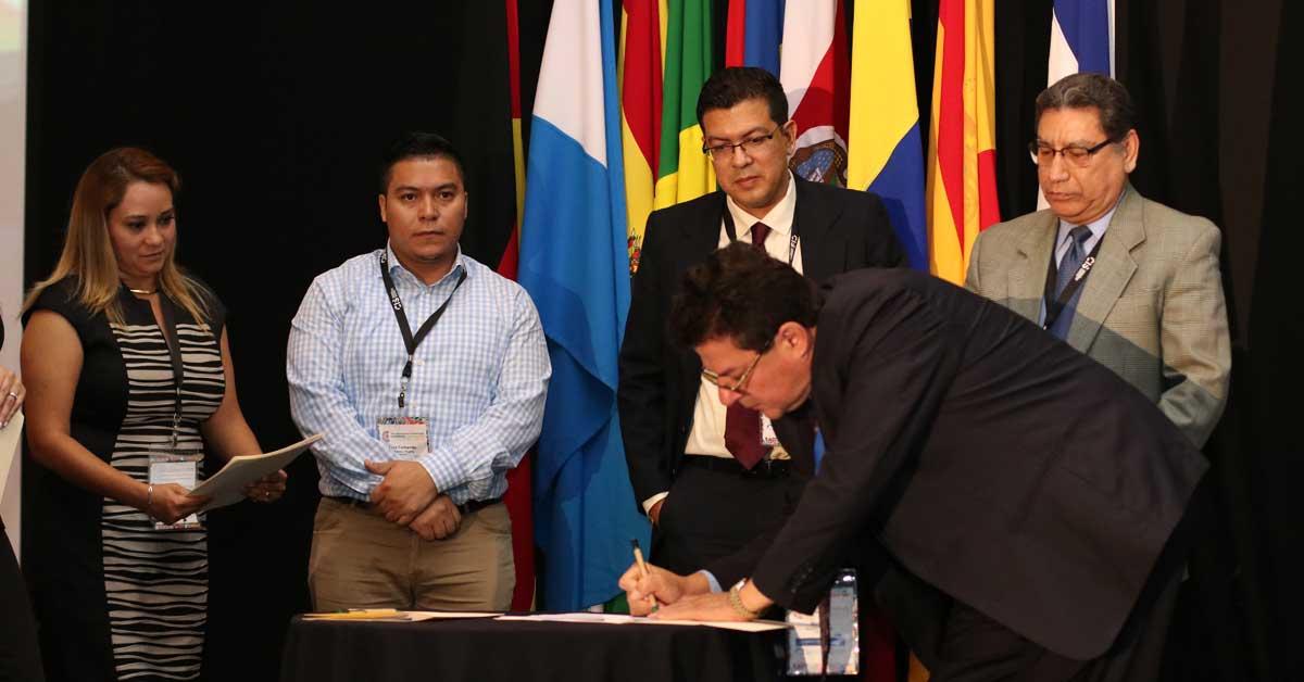 Aseguradoras del istmo firman alianza para atender clientes regionales