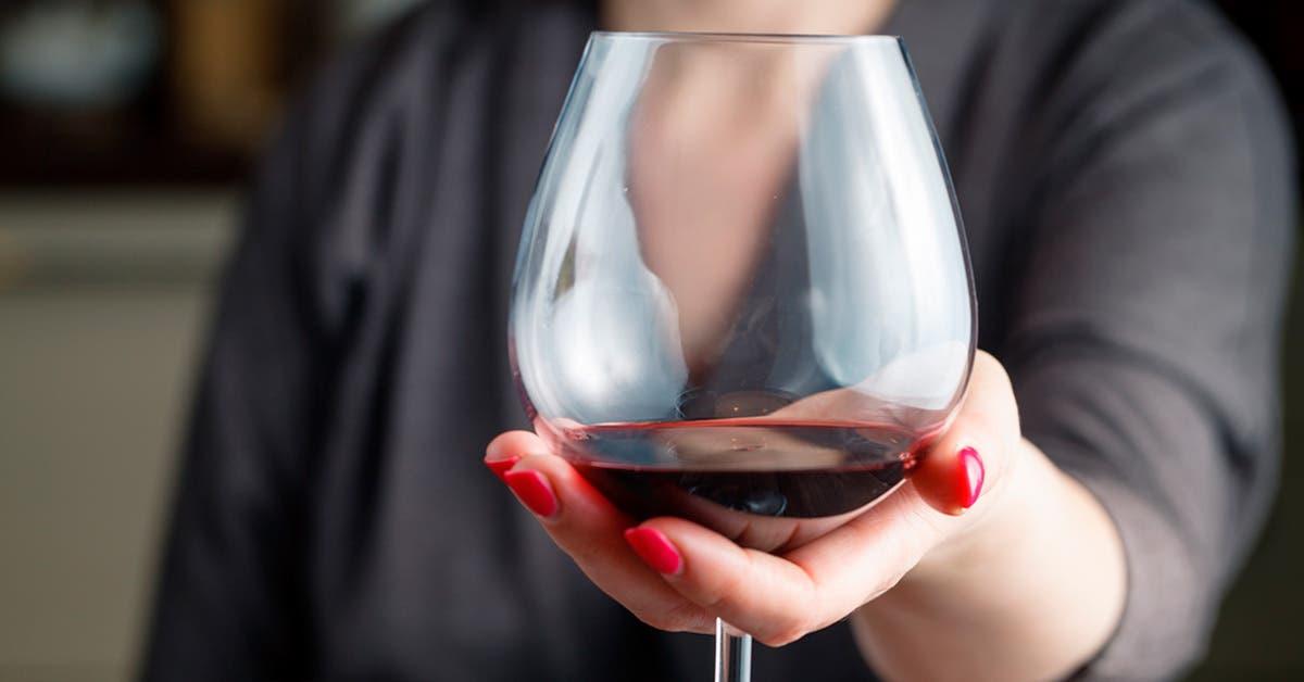 El vino en manos femeninas