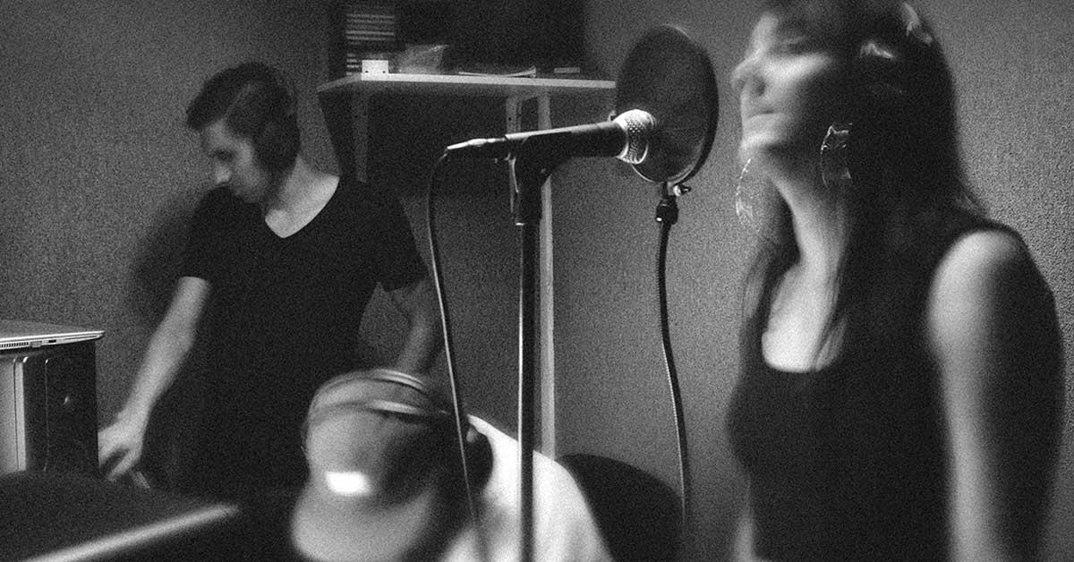 Estudio de grabación de El Farolito en busca de talentos