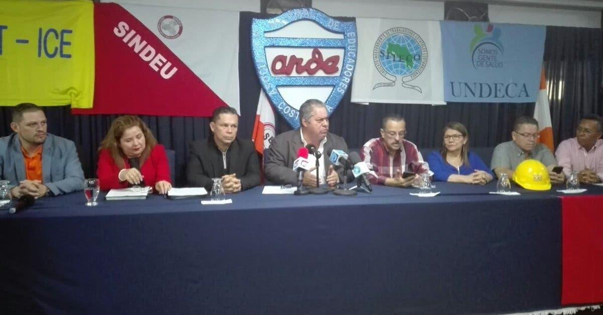 Sindicatos se tirarán a las calles, mientras diputados insisten en plan fiscal