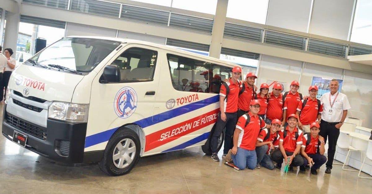 Purdy Motor facilita microbús Toyota Hiace a la Selección de Fútbol No Vidente
