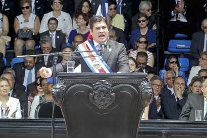 Carlos Alvarado promete reducir déficit fiscal a la mitad