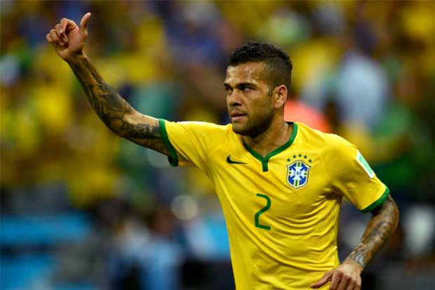 Defensor brasileño Dani Alves se queda sin Mundial por una lesión
