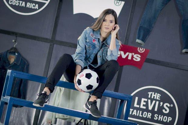 Levi's lanza campaña y taller ambulante para personalizar la ropa
