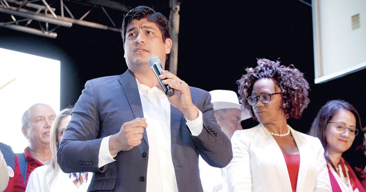 Carlos Alvarado sufre primera baja de su gabinete