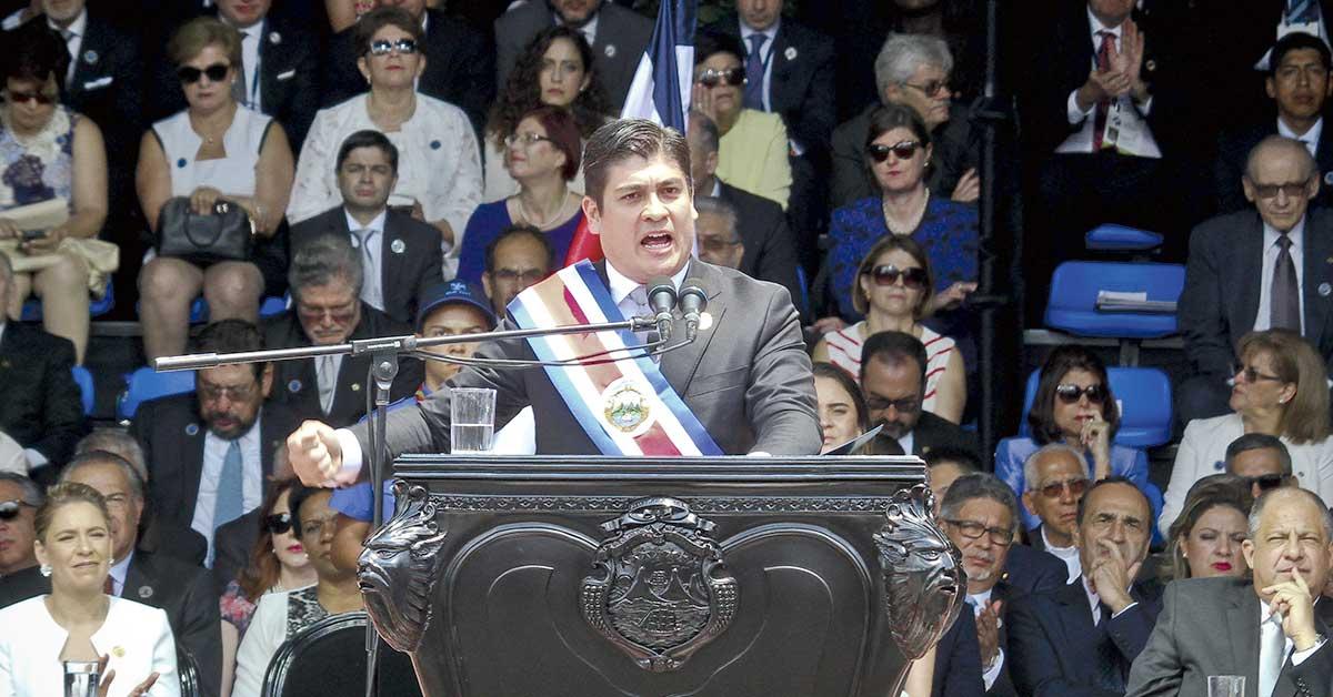 Ministros deberán pedirle permiso a Carlos Alvarado para salir del país