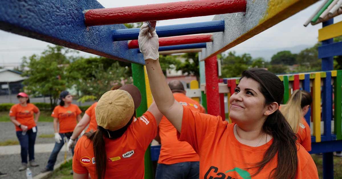 Voluntarios de Cargill restauran parque ambiental en La Asunción de Belén