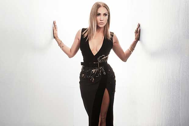 Jennifer López utiliza sexy lencería y ostentosas joyas para nuevo videoclip
