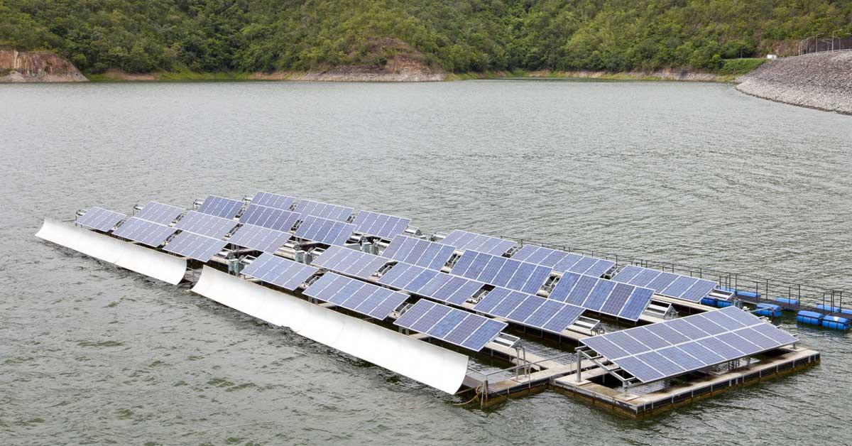 ICE planea paneles solares flotantes y ciudades inteligentes con Emiratos