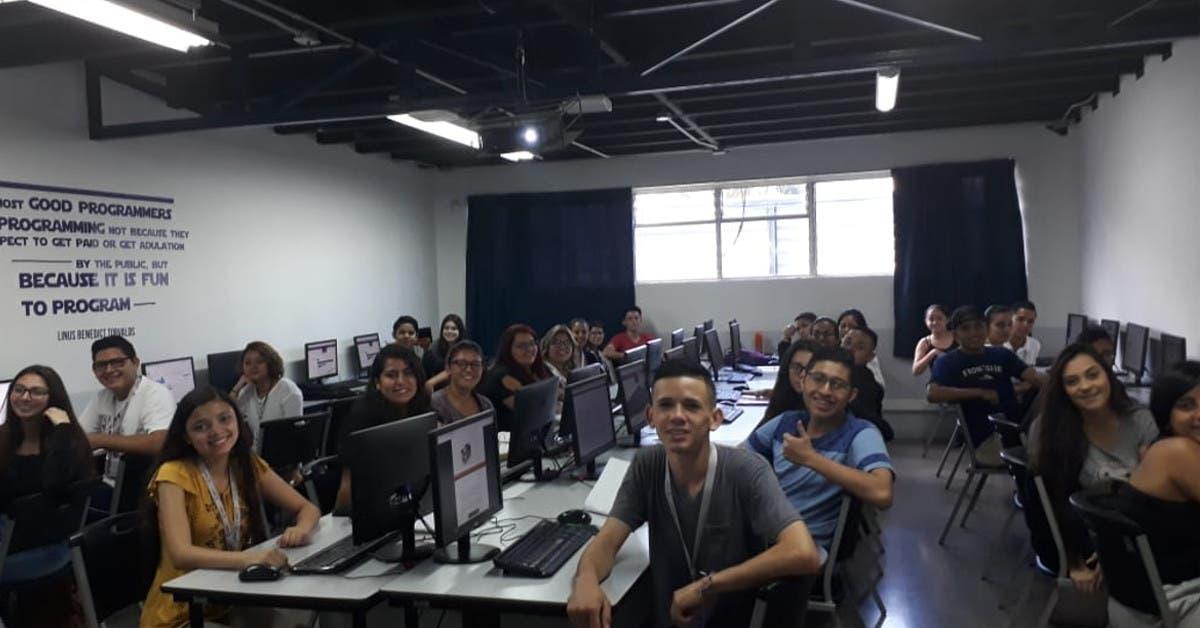 Beca permitirá que 85 jóvenes cumplan sueño de estudiar carreras tecnológicas