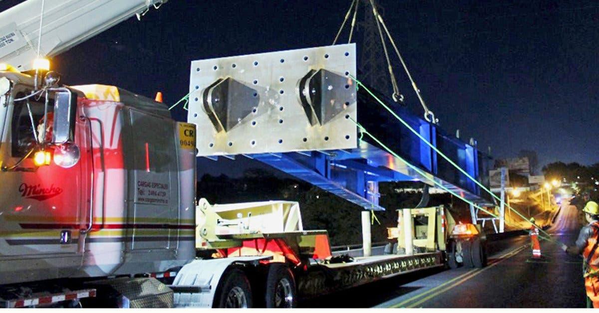 Lunes por la noche inicia colocación de prelosas de nuevo puente Virilla en Santa Ana