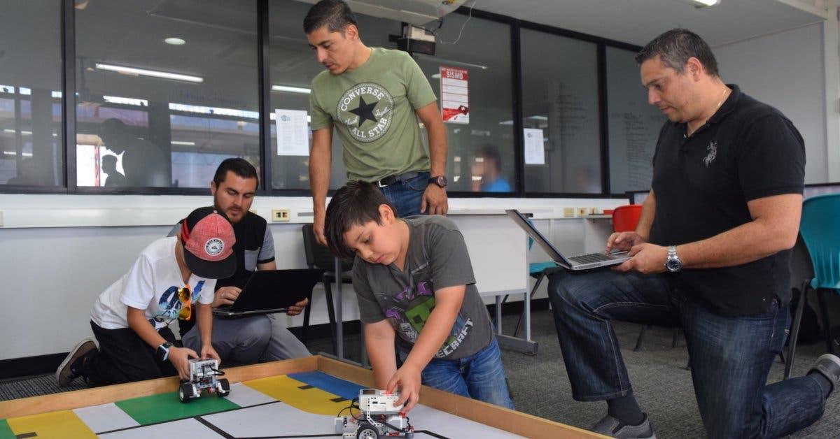 Programa de la U Latina enseña robótica a niños de escasos recursos