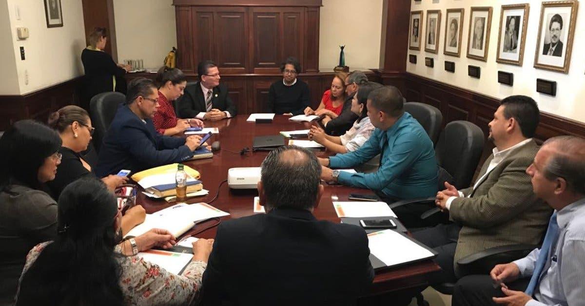 Hoy se firmará directriz para reducir cargas laborales a educadores