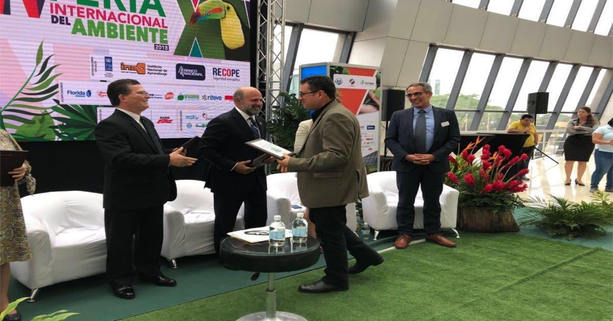 MINAE otorga premio de excelencia ambiental a Recope
