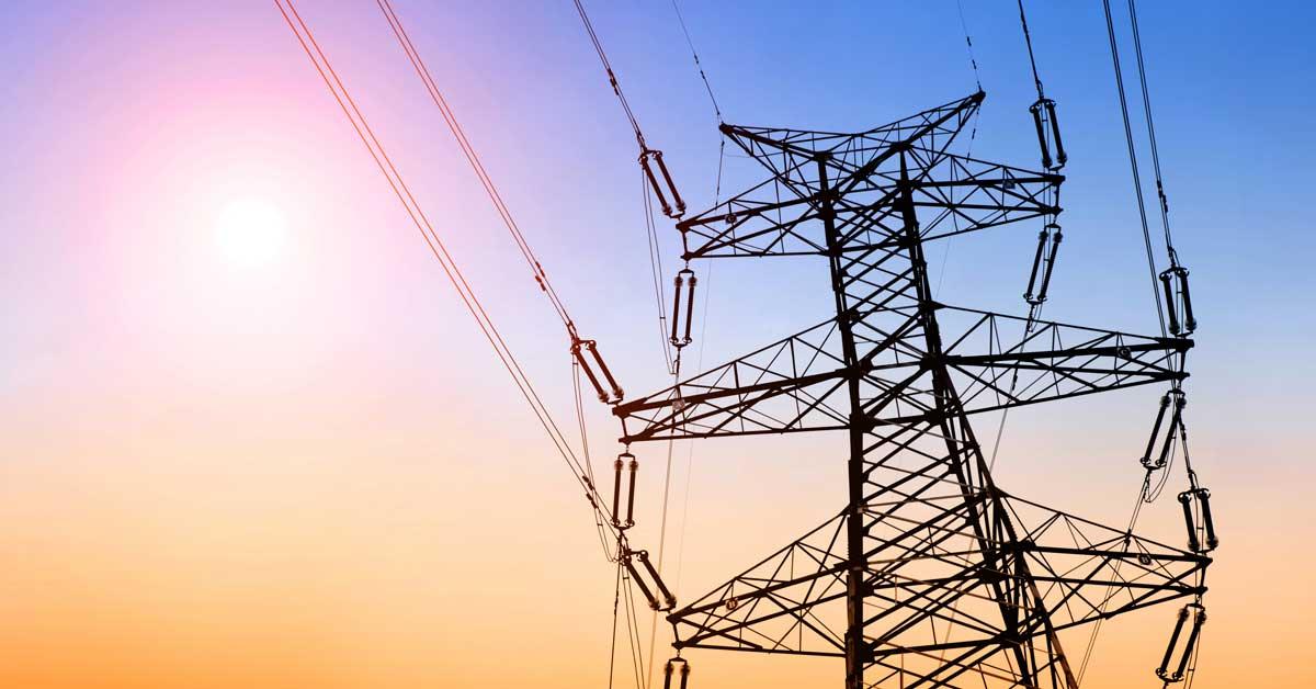ICE instala torres de transmisión eléctrica más altas del país en Siquirres