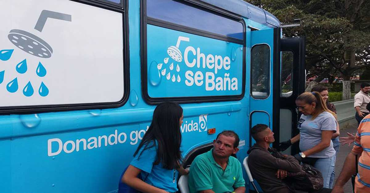 "Funcionarios del hospital San Juan de Dios se unen a iniciativa ""Chepe se Baña"""