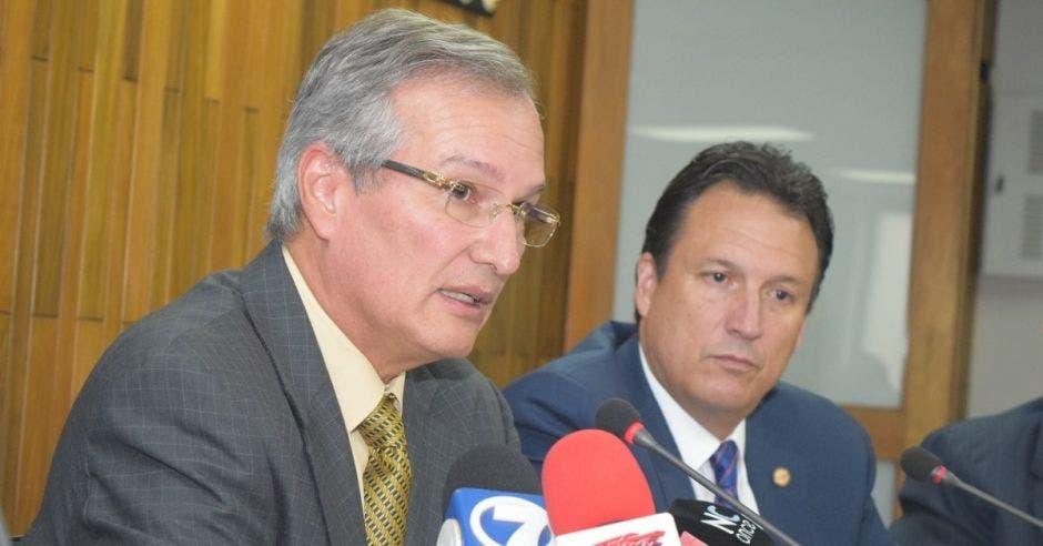 Gonzalo Delgado, presidente de la Uccaep,  y Elías Soley, directivo de Amcham