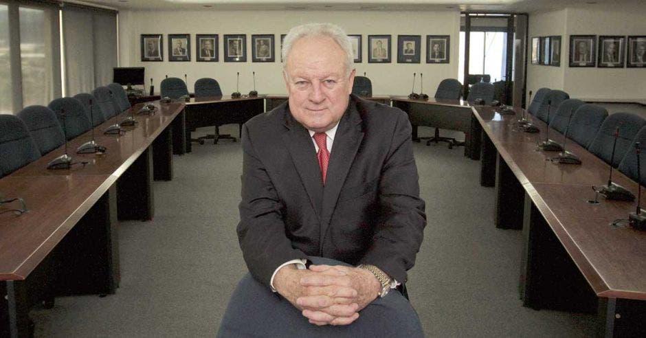 Enrique Egloff en su oficina.