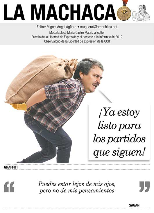 Oscar Ramirez cargando un saco de gangoche