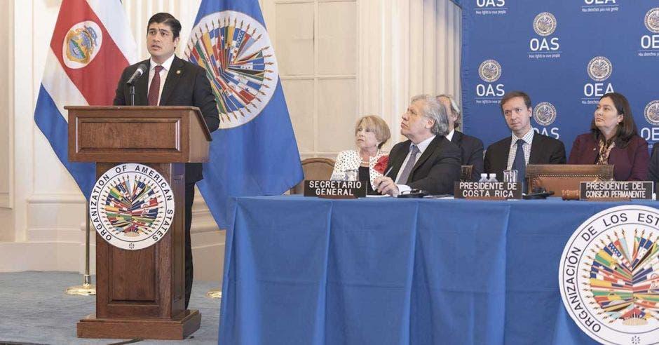 Carlos Alvarado da discurso