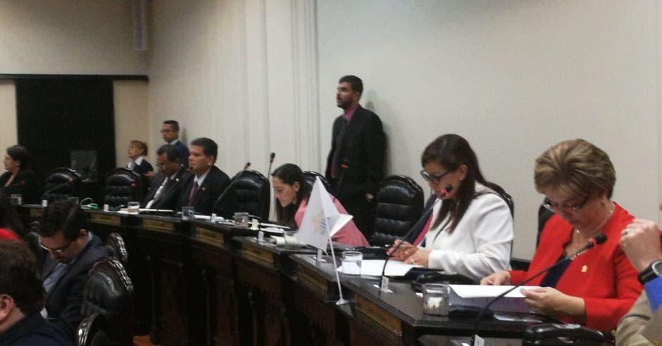 Diputados aprueban moción para pedir suspender protocolo en casos de suicidio