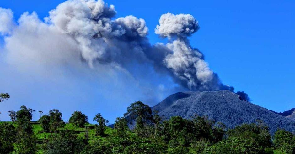 ICE planea instalar pantallas de protección en cercanías del volcán Turrialba