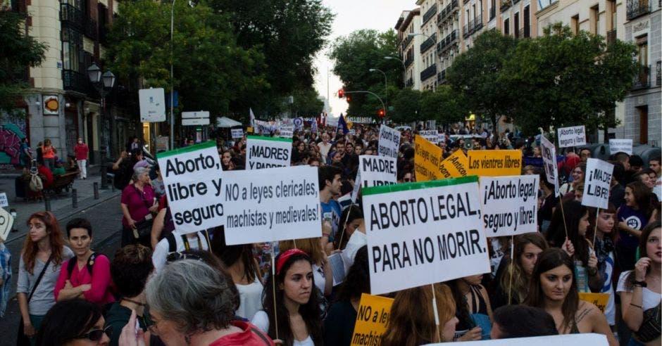 Argentina da un paso hacia la legalización del aborto