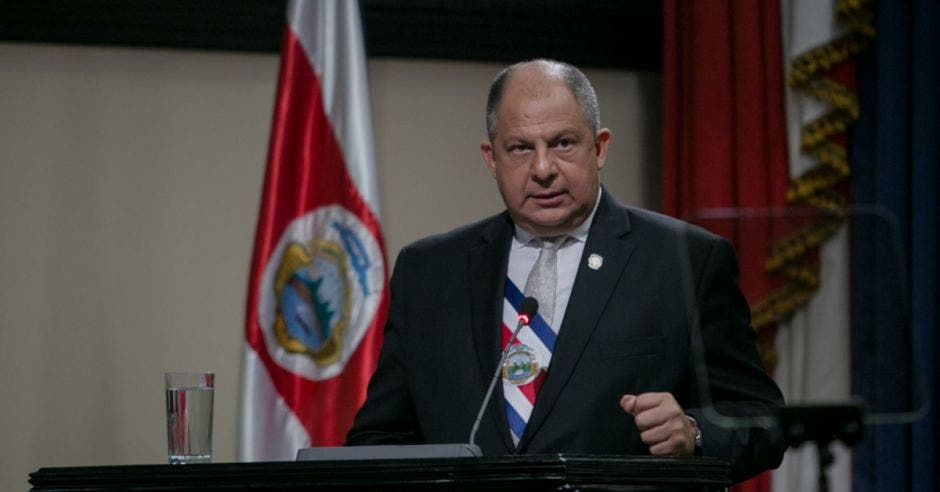 Luis Guillermo Solís en el Plenario.