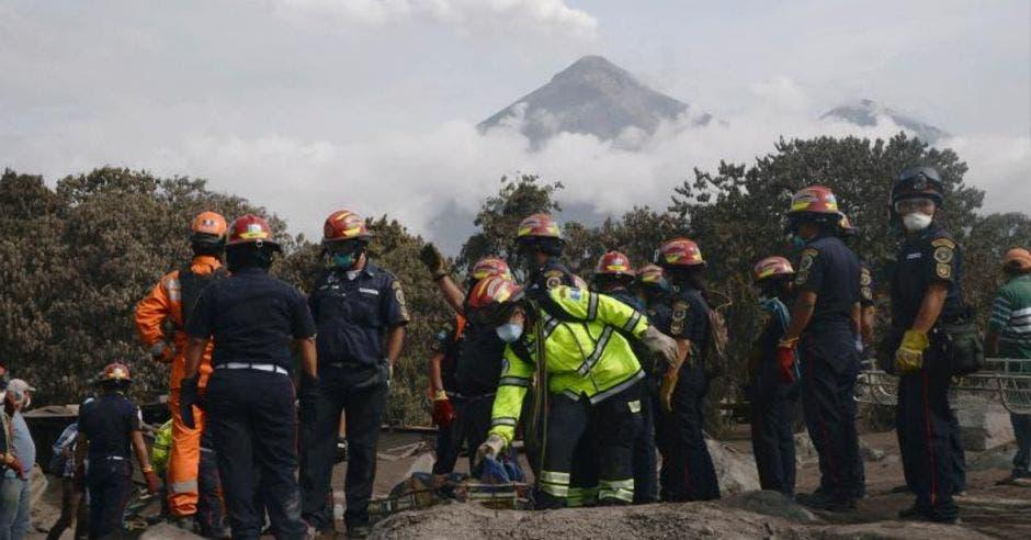 bomberos volcán de fuego guatemala