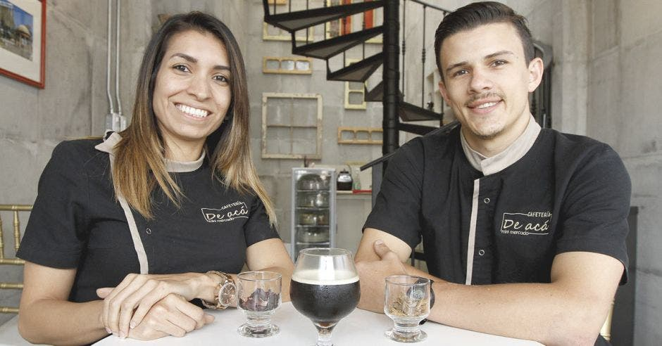 Cafetería local innova con café nitrogenado