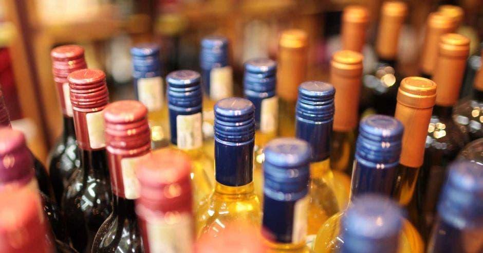 Nueva norma regulará calidad del licor en el país