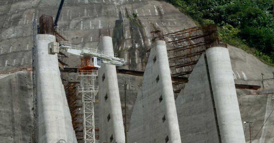 Proyecto Hidroeléctrico Reventazón en su fase de construcción.