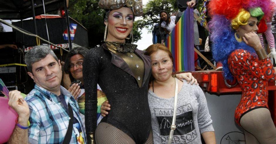 Transexuales participan en la Marcha del Orgullo.