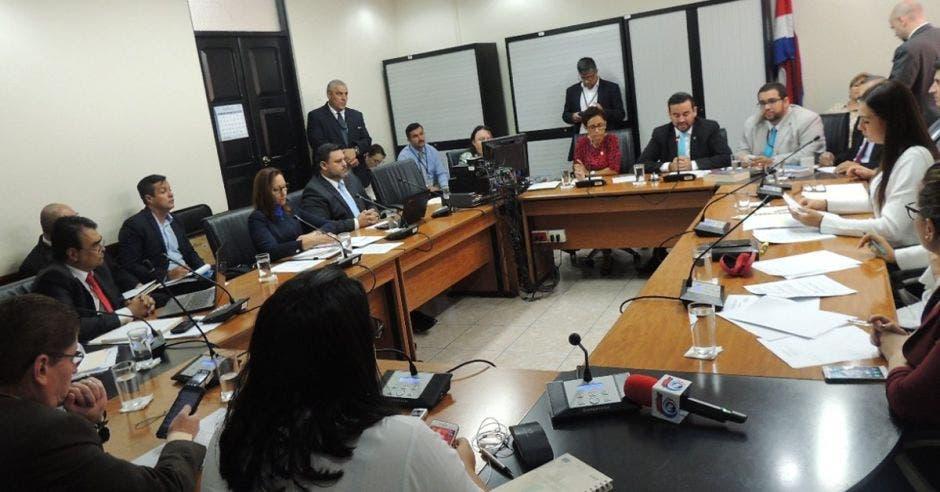 Diputados increpan a Procurador por validar millonario premio a Jonathan Mauri