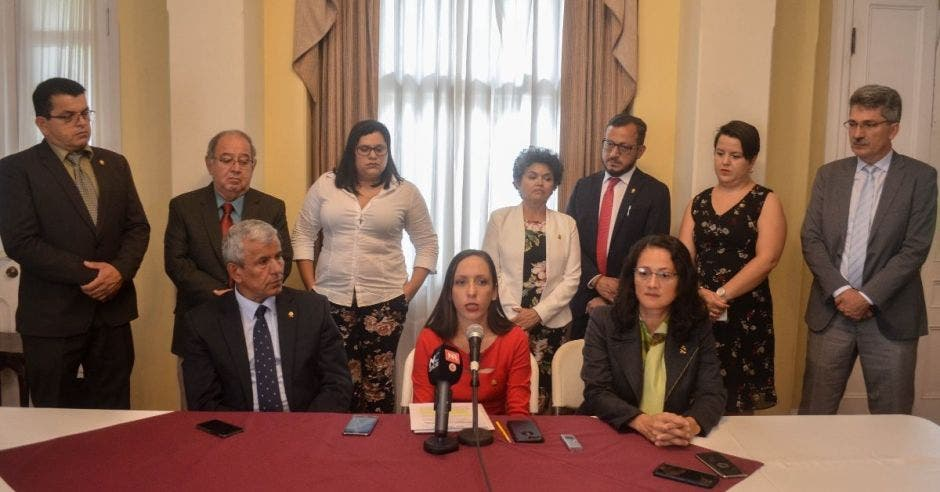 Carolina Hidalgo culpa al directorio anterior de desconocer informe sobre Luis Guillermo Solís