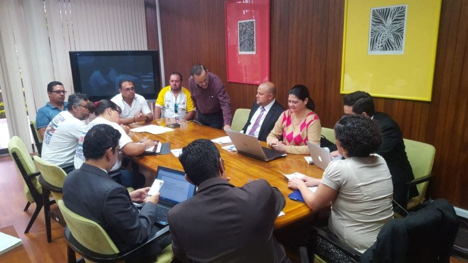 Diálogo con traileros inicia en Casa Presidencial, tras protesta
