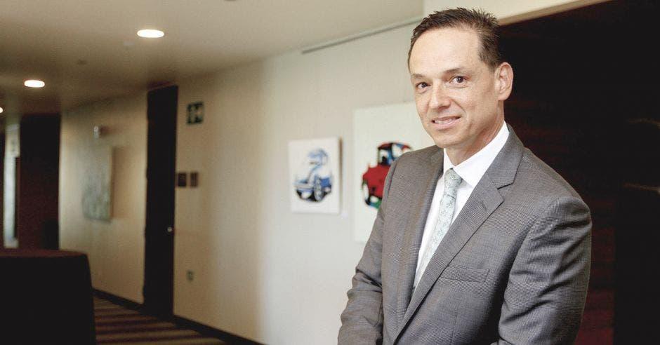 José Rafael Brenes, gerente general de la Bolsa de Valores