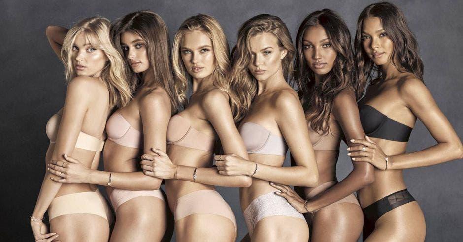 Modelos de Victoria's Secret en lencería.