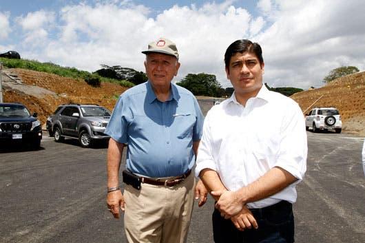 Carlos Alvarado, y el Ministro de Obras Públicas, Rodolfo Méndez