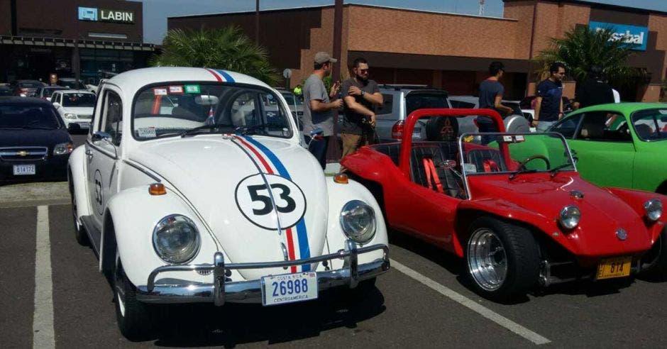 El Vocho celebra sus 80 años con exhibición de modelos clásicos y caravana