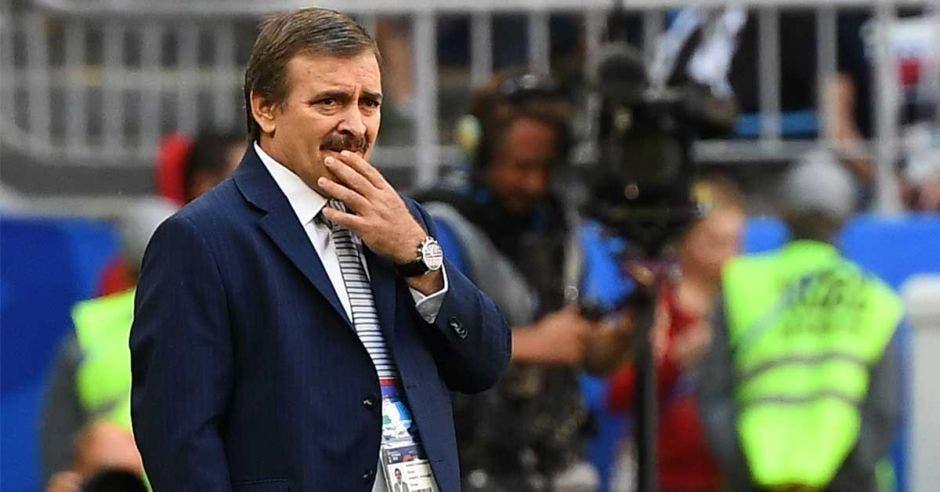 Óscar Ramírez en encuentro ante Serbia