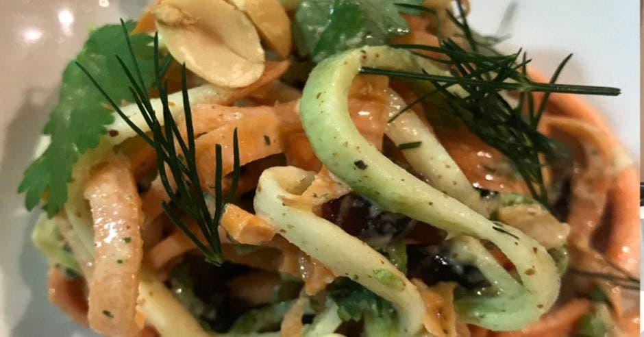 Restaurante Kula: Noodles de vegetales con aderezo de mantequilla de almendra y marañon