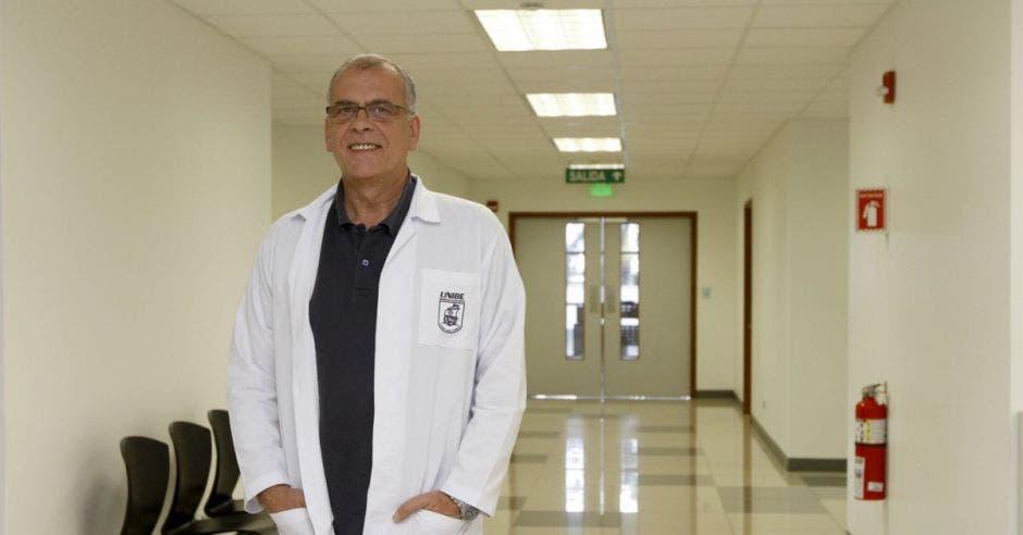 José Carretero, catedrático de la Universidad de Salamanca en instalaciones de Unibe en Tibás.