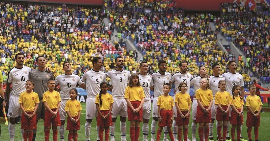 """Por primera vez cinco niños ticos escoltaron a la """"Sele"""" en un Mundial"""