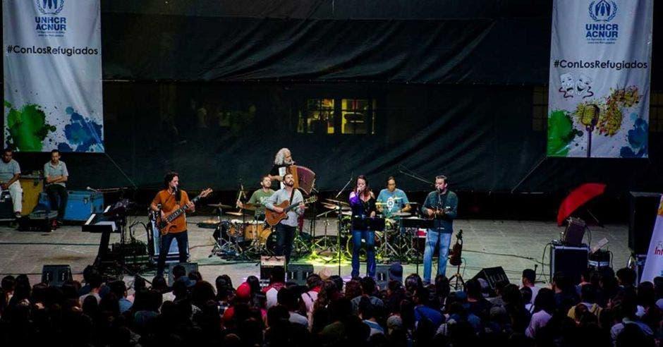 Grupo costarricense Malpaís en concierto.