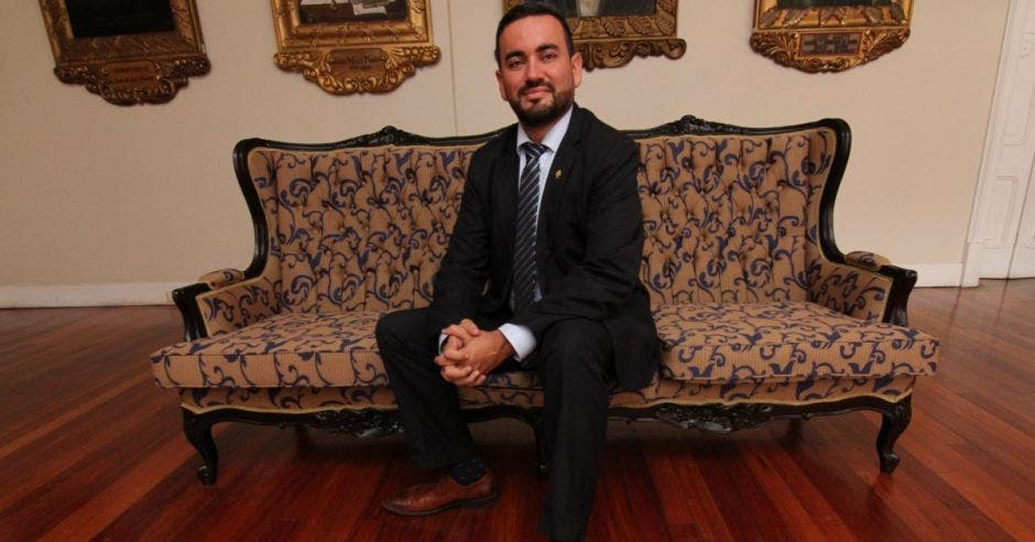 Periodistas critican propuesta de Jonathan Prendas para sancionar ofensas en redes sociales
