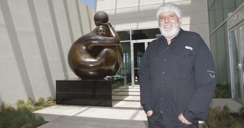 Jorge Jiménez, a su espalda la obra