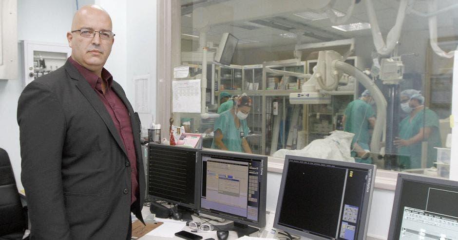 Pequeños metales evitan cirugías abiertas para tratar aneurismas