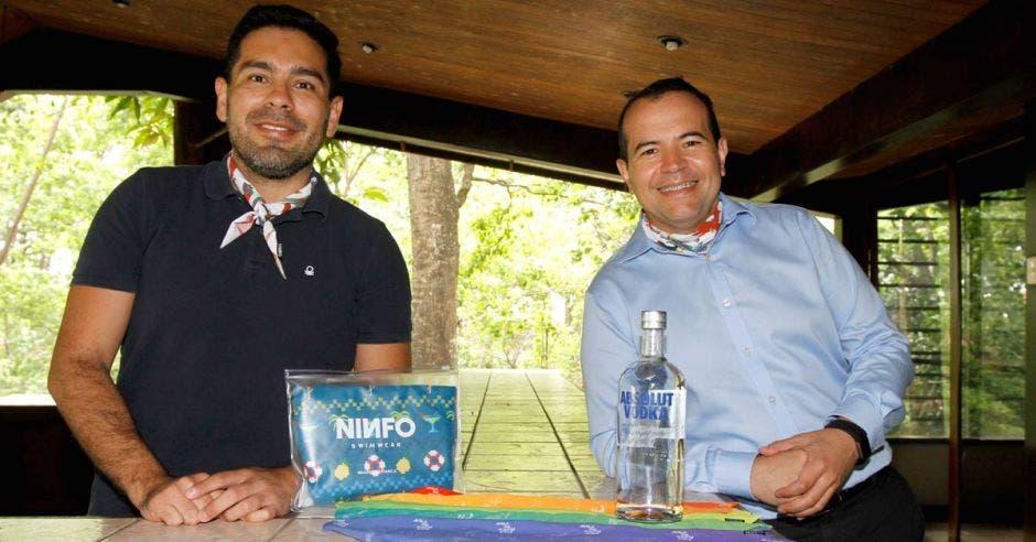 Diseñador nacional celebra la diversidad con nueva colección
